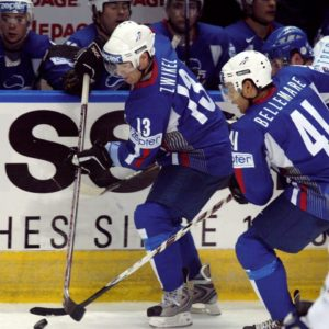 Jonathan Zwikel avec l'équipe de France de Hockey sur glace